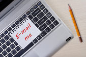 """E-mail me"" note paper on laptop keyboard — Stock Photo"