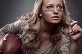 Mujer de fútbol americano — Foto de Stock