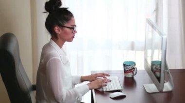 Businesswoman Office Working 02 — Stock Video