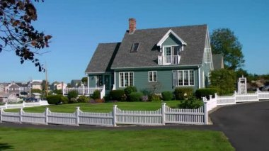 Maine seaside cottage white pickett fence — Stock Video