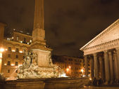 The Pantheon in Rome at Night is a Magical Place — Stock Photo