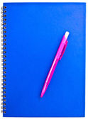 Roze pen op de notebook — Stockfoto