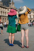 Asian tourists in Louvre — Stock Photo