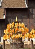 Flagge dharmachakra, symbol des buddhismus in thailand thai tempel — Stockfoto