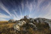 Krajobraz gór i pochmurne niebo — Zdjęcie stockowe