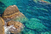 Rocky coast with clean blue see-through water. Portofino Italy — Stock Photo