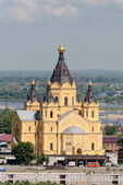 Alexander Nevsky's temple in Nizhny Novgorod on confluence of Oka and Volga — Stock Photo