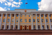 Facade of the building of Legislative assembly of the Nizhny Novgorod Region in the territory of the Nizhny Novgorod Kremlin — Stock Photo