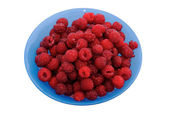 Fresh raspberry in a blue plate. The isolated image. — Fotografia Stock