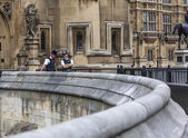 London Two Policemen front of Westminster Palace — Stock Photo