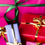 Emerald Bowknot over Magenta Gift Box — Stock Photo