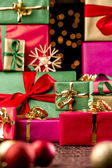Twinkles Between Towering Xmas Gifts — Stock Photo