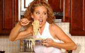 Super Hi-rez 1080i  -  Spaghetti Feast — Stock Photo