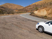 Car on a panoramic winding road in the mountains of South Africa — Foto de Stock
