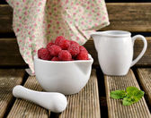Raspberries in a white jug with mint — Foto de Stock