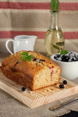 Olive oil cake with yoghurt and black currants — Stock Photo