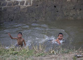 Burmese people bathing in the river — Stock Photo