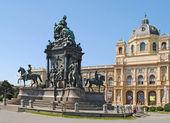 VIENNA, AUGUST 8: Maria-Theresien-Den kmal - Maria Theresia m — Stock Photo