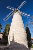 Ochtend weergave van oude windmolen — Stockfoto