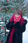 Kadın kırmızı eldiven — Stok fotoğraf