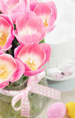 Spring easter composition of pink tulips and eggs — Stock Photo
