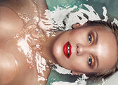 Portrait of a beautiful sensual glamourous blonde in water, vogu — Stock Photo