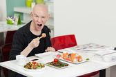 Man eats sushi.  — 图库照片