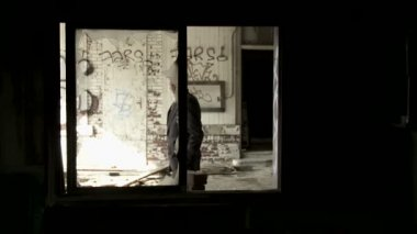 Man and Broken Window — Vídeo Stock