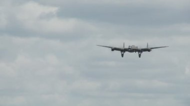Avro lancaster atterraggio — Video Stock