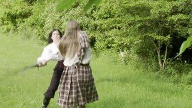 Luta de espadas — Vídeo Stock