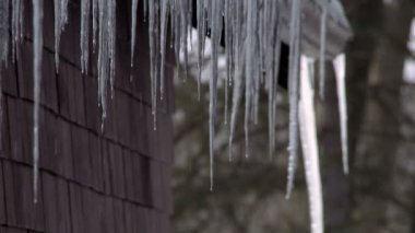 Icicles on roof — Stock Video