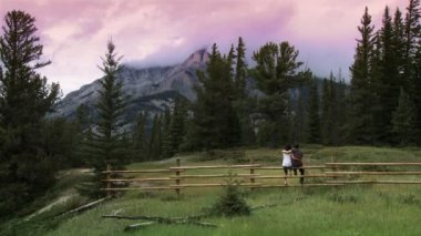 Mountain couple — Stockvideo