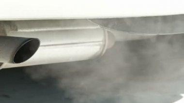 выхлопных газов автомобилей — Стоковое видео