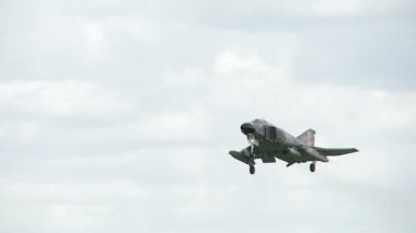 F-4 Phantom Landing — Stock Video