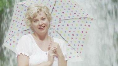 Umbrella Girl and Fountain — Stock Video