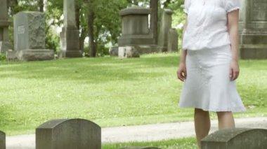 Grave Visit — Stock Video