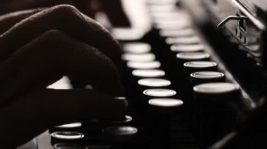 Handmatige schrijfmachine — Stockvideo