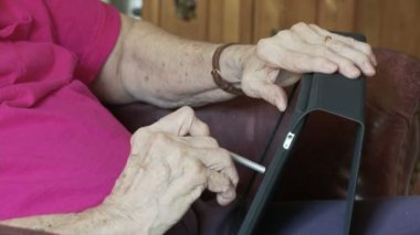 Touch Screen with Arthritis — Stock Video