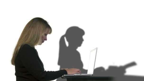Laptop maskinskriverska kvinna — Vidéo