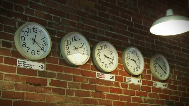 Relojes del mundo — Vídeo de stock