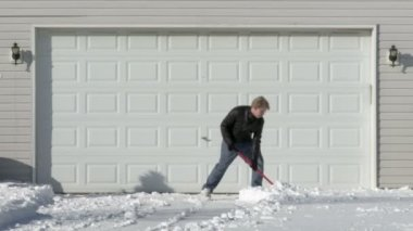 Snow And Garage — Stockvideo