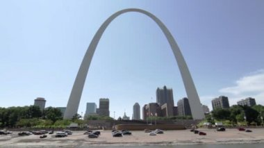 St Louis and Gateway Arch — Stock Video