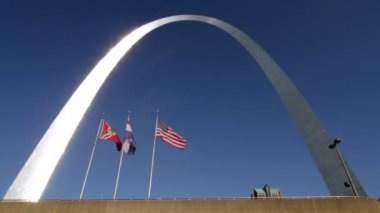St Louis Gateway Arch Flags — Stock Video