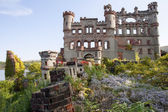 Castle Ruins and Overgrown Gardens — Stock Photo