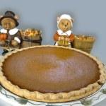 Pumpkin Pie with Pilgrim Bears — Stock Photo #49951429