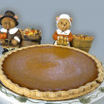 Pumpkin Pie with Pilgrim Bears — Stock Photo