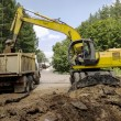 Постер, плакат: Download 20 ton dump truck excavator