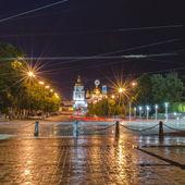 Geceleri sokakta ıslak kömür topakları — Stok fotoğraf