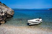 Boat on a rocky beach — Stock Photo