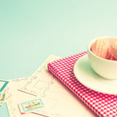 Macaroons in cup on retro book — ストック写真